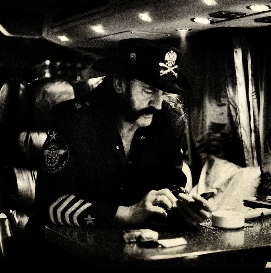 LEMMY KILMISTER: Το τελευταίο «αντίο» για τον Αρχηγό και η παράκληση των Motörhead Lemmy-memorialservice-MetalHammerGreece