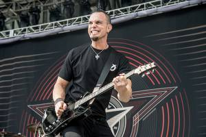 "TREMONTI: ""Bringer of War"" (νέο lyric video)"