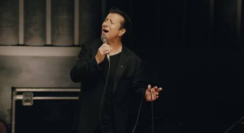 "STEVE PERRY: ""No More Cryin'"" (νέο video clip)"