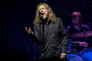 "ROBERT PLANT: ""Bluebirds Over the Mountain"" (νέο τραγούδι, feat. CHRISSIE HYNDE)"
